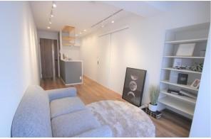 デザイン性高い家具付きのリビング
