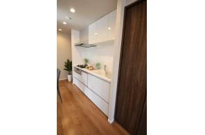 機能性充実のキッチン、食器洗浄機浄水器も完備